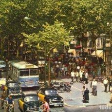 Postales: M01076 BARCELONA LAS RAMBLAS 1962 UBACH Nº594 CIRCULADA SEAT 1400 TAXI BUS BISCUTER DKW 4CV. Lote 244637600