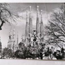 Postales: POSTAL BARCELONA, TEMPLO DE SAGRADA FAMILIA, AÑOS 60. Lote 245517035