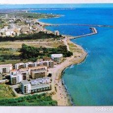 Postales: POSTAL CAMBRILS, PUERTO VISTA GENERAL AL FONDO SALOU, AÑOS 60. Lote 245517640