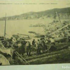 Postales: POSTAL CALELLA DE PALAFRUGELL -DESMALLANT SARDINA .-CIRCULADA CM. Lote 263214540