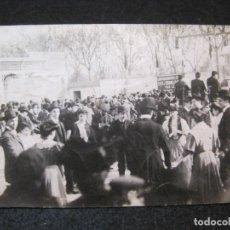 Postales: BARCELONA-FIESTA-SARDANAS-FOTOGRAFICA-FOTO L. DONOSO-POSTAL ANTIGUA-(81.753). Lote 269737058