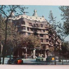 Postales: BARCELONA - PASSEIG DE GRÀCIA - PASEO DE GRACIA - CASA MILÀ - TAXI - LAXC - P52805. Lote 269747138