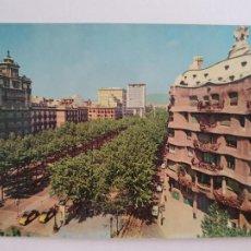 Postales: BARCELONA - PASSEIG DE GRÀCIA - PASEO DE GRACIA - CASA MILÀ - TAXI - LAXC - P52806. Lote 269747198