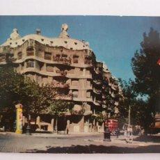 Postales: BARCELONA - PASSEIG DE GRÀCIA - PASEO DE GRACIA - CASA MILÀ - TAXI - LAXC - P52807. Lote 269747233