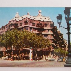 Postales: BARCELONA - PASSEIG DE GRÀCIA - PASEO DE GRACIA - CASA MILÀ - TAXI - LAXC - P52808. Lote 269747268