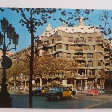 Postales: BARCELONA - PASSEIG DE GRÀCIA - PASEO DE GRACIA - CASA MILÀ - TAXI - LAXC - P52809. Lote 269747308