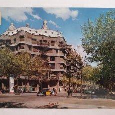Postales: BARCELONA - PASSEIG DE GRÀCIA - PASEO DE GRACIA - CASA MILÀ - TAXI - LAXC - P52810. Lote 269747348