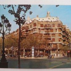 Postales: BARCELONA - PASSEIG DE GRÀCIA - PASEO DE GRACIA - CASA MILÀ - TAXI - LAXC - P52811. Lote 269747393