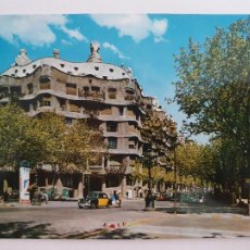 Postales: BARCELONA - PASSEIG DE GRÀCIA - PASEO DE GRACIA - CASA MILÀ - TAXI - LAXC - P52812. Lote 269747413