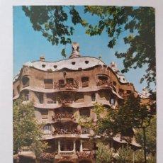 Postales: BARCELONA - PASSEIG DE GRÀCIA - PASEO DE GRACIA - CASA MILÀ - TAXI - LAXC - P52815. Lote 269747488