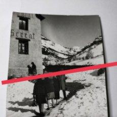 Postales: ANTIGUA FOTOGRAFÍA. HOSTAL SERRAT. ANDORRA. FOTO AÑOS 60.. Lote 270980058