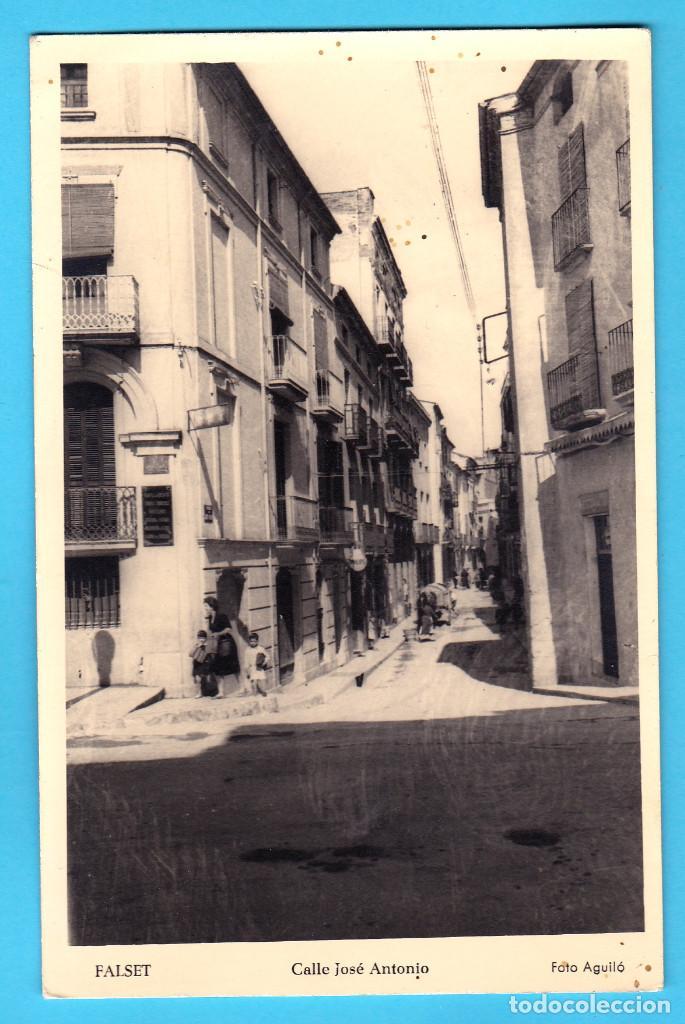FALSET. CALLE JOSÉ ANTONIO. TARRAGONA. FOTO AGUILÓ (Postales - España - Cataluña Moderna (desde 1940))