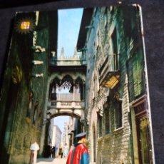 Postales: POSTAL * BARCELONA, C/ BISBE IRURITA , BARRI GÓTIC * 1963. Lote 288660123
