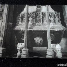Postales: MONASTERIO DE SANTAS CREUS - Nº 17 - DETALLE DE LA TUMBA DEL REY D. PEDRO, FOT. RAYMOND. Lote 288662053