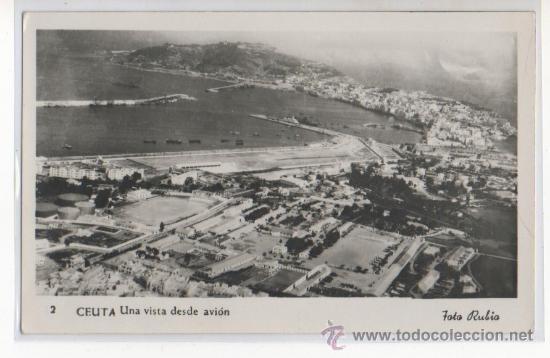 TARJETA POSTAL DE CEUTA UNA VISTA DESDE EL AVION CAMPO DE FUTBOL DEPORTES AFRICA ESPAÑOLA (Postales - España - Ceuta Moderna (desde 1940))