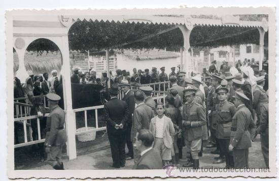MILITARES Y MOROS EN EXPOSICIÓN DE GANADO, EN MARRUECOS. POSTAL FOTOGRÁFICA A IDENTIFICAR (Postales - España - Ceuta Antigua (hasta 1939))