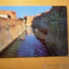Postales: POSTAL CEUTA EL FOSO MARINO ENTRE MURALLAS PORTUGUESAS ESCRITA. Lote 33676362