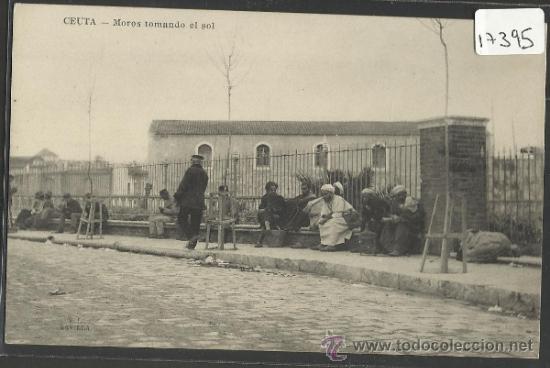 CEUTA - MOROS TOMANDO EL SOL -LOMBARDIA Y BARREIRO - (17395) (Postales - España - Ceuta Antigua (hasta 1939))
