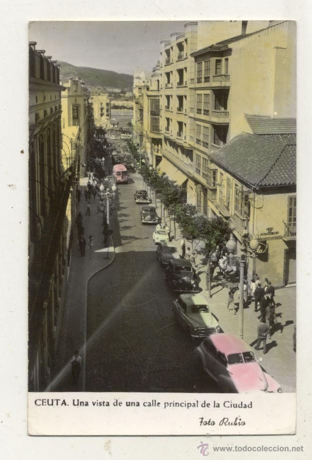 ANTIGUA POSTAL 1960 / CEUTA / CALLE PRINCIPAL // COCHES ANTIGUOS // CIRCULADA (Postales - España - Ceuta Antigua (hasta 1939))