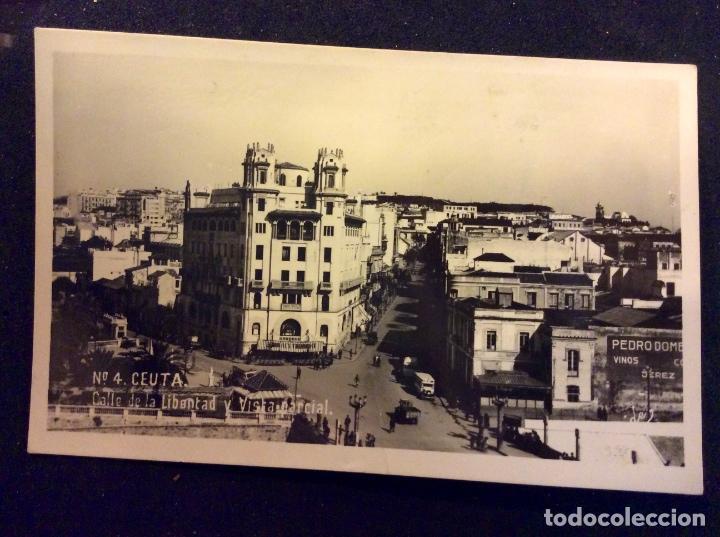 CEUTA. CALLE DE LA LIBERTAD Y VISTA PARCIAL, SIN CIRCULAR, PEQUEÑA DOBLEZ CENTRAL (Postales - España - Ceuta Moderna (desde 1940))