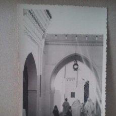 Postales: UNA CALLE TIPICA DE TETUAN. FOTO RUBIO.MARRUECOS ESPAÑOL. Lote 93368780