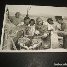 Postales: CEUTA GUERRA DEL RIF POSTAL FOTOGRAFICA SOLDADO DE ARTILLERIA CON MOTOR Y NIÑOS MOROS FOTO A. RUBIO. Lote 110276047