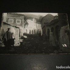 Postales: XAUEN MARRUECOS ESPAÑOL UNA CALLE GUERRA DEL RIF POSTAL FOTOGRAFICA CALATAYUD FOTOGRAFO. Lote 116149151