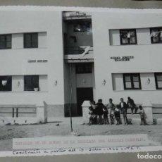 Postales: ANTIGUA FOTOGRAFIA DE CEUTA 1938, BARRIADA O´DONNELL, GRUPO DE LA BARRIADA DEL GENERAL SANJURJO, MID. Lote 150816882