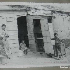 Postales: ANTIGUA FOTOGRAFIA DE CEUTA 1938, EXTERIOR DE UNA BARRACA, MIDE 23 X 18 CMS. FOTO ROS, PEGADA A CART. Lote 150817022
