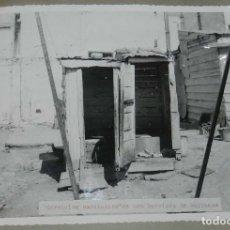 Postales: ANTIGUA FOTOGRAFIA DE CEUTA 1938, SERVICIOS SANITARIOS DE UNA BARRIADA DE BARRACAS, MIDE 23 X 18 CMS. Lote 150818138