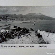 Postales: POSTAL - 70. UNA VISTA DE CEUTA DESDE EL MONTE HACHO. FOTO RUBIO - ESCRITA . Lote 175431053