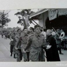 Postales: POSTAL - CEUTA - RECLUTAS EN EL SERVICIO MILITAR DESFILANDO - MILI - 1958 - FOTOPOSTAL AGFA . Lote 175431814