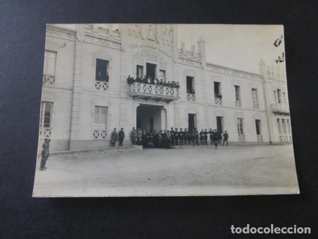 CEUTA CUARTEL DE AUTOMOVILISMO MILITAR POSTAL FOTOGRAFICA AÑOS 20 GRUPO DE MILITARES (Postales - España - Ceuta Antigua (hasta 1939))