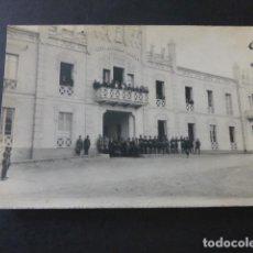 Postales: CEUTA CUARTEL DE AUTOMOVILISMO MILITAR POSTAL FOTOGRAFICA AÑOS 20 GRUPO DE MILITARES. Lote 183482868