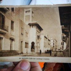 Cartes Postales: POSTAL TETUAN CALLE DEL CARDENAL CISNEROS FOTÓGRAFO L.ROISIN ESQUINAS TOCADAS ESCRITA. Lote 230544365