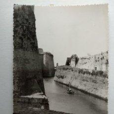 Cartes Postales: POSTAL FOTOGRAFICA. CEUTA. VISTA DEL FOSO DESDE LAS MURALLAS PORTUGESAS. AÑO 1957. Lote 233820300