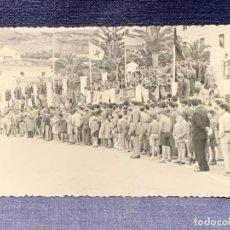 Cartes Postales: FOTOGRAFIA ASOCIACION DEPORTIVA ATLETAS DESFILE CALLE CEUTA FOT BERNAL AÑOS 50. Lote 239831940