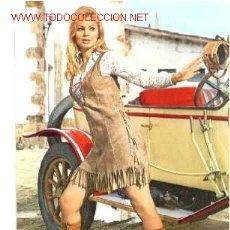 Postales: ANTIGUA POSTAL COCHE ANTIGUO Y CHICA (AÑOS 60) A ESTRENAR*. Lote 187331326