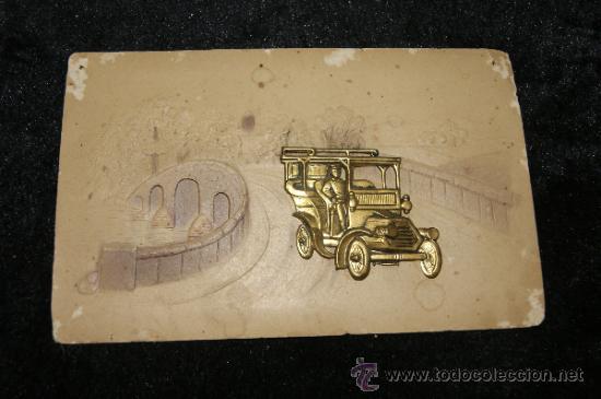 ANTIGUA POSTAL TROQUELADA CON AUTOMOVIL METALICO (Postales - Postales Temáticas - Coches y Automóviles)