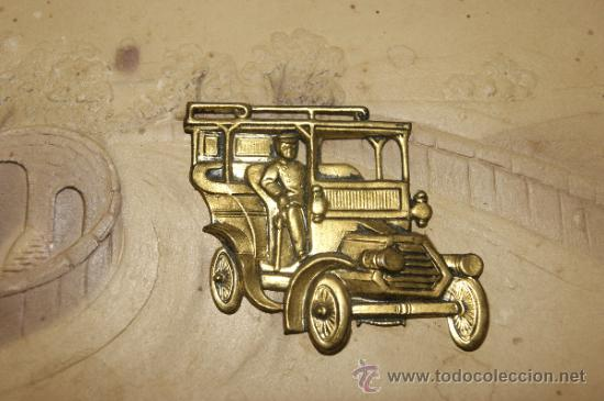 Postales: Antigua postal troquelada con automovil metalico - Foto 2 - 34072471