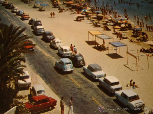 POSTAL TORREVIEJA ALICANTE COCHE COCHES VARIOS, PLAYA LOS LOCOS (Postales - Postales Temáticas - Coches y Automóviles)