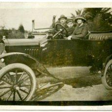 Postales: POSTAL FOTOGRÁFICA. AUTOMÓVIL CON FAMILIA, HACIA 1910 . Lote 55718399