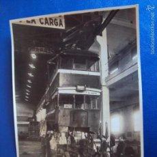 Postales: (FOT-1531)FOTOGRAFIA DE AUTOBUS DE DOS PISOS,GARAGE Y TALLER,COCHERA DE LUTXANA EN POBLENOU. Lote 56937372
