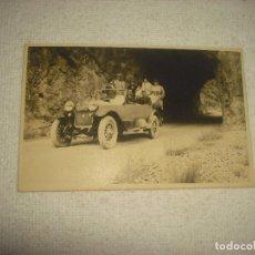 Postales: ANTIGUA FOTO DE AUTOMOVIL REPLETO DE GENTE . PUIGCERDA 1922 . RAJAR . SIN CIRCULAR. Lote 66185354