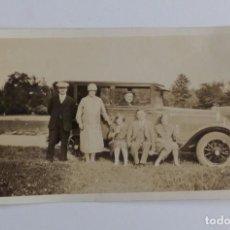 Postales: ANTIGUA FOTO POSTAL DE LOS AÑOS 30-40. COCHE CON FAMILA. . Lote 67082945