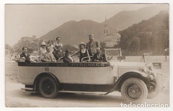 ANTIGUA POSTAL ESCRITA SIN SELLO AUTOBUS LOURDES LES PYRENEES AÑO 1933 (Postales - Postales Temáticas - Coches y Automóviles)