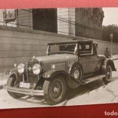 Postales: FOTOGRAFÍA AUTOMÓVIL LA SALLE, MATRÍCULA MADRID, C/ MANUEL GONZÁLEZ LONGORIA, 1928-29, 11,30X8,30CM. Lote 95407007