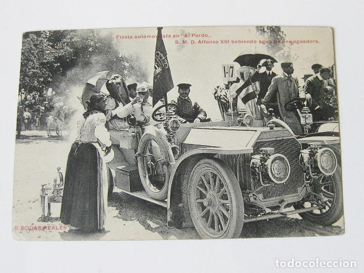 POSTAL DE LA FIESTA AUTOMOVILISTA EN EL PARDO. S.M.D. ALFONSO XIII BEBIENDO AGUA DE UNA AGUADORA. (Postales - Postales Temáticas - Coches y Automóviles)