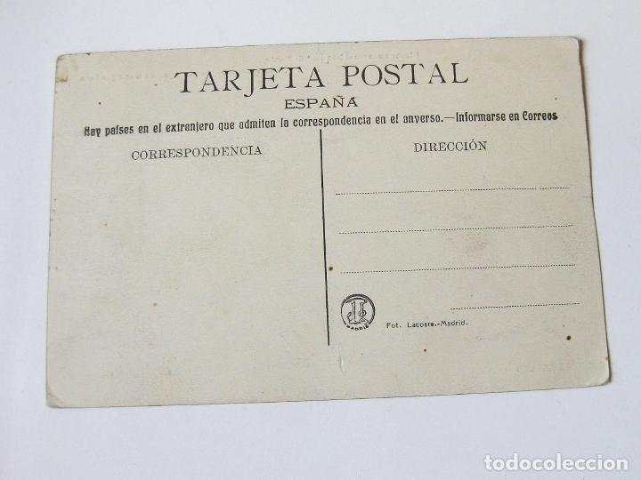 Postales: POSTAL DE LA FIESTA AUTOMOVILISTA EN EL PARDO. S.M.D. ALFONSO XIII BEBIENDO AGUA DE UNA AGUADORA. - Foto 2 - 101952487