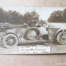 Postales: FOTOGRAFIA POSTAL DE UN AUTOMOVIL ANTIGUO MARCA RENAULT. Lote 105188999